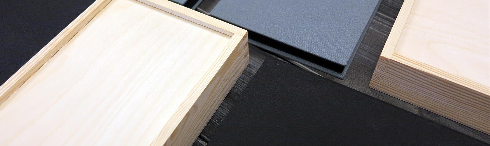 Bildbox i trä och linne