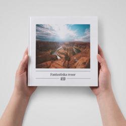 fotobok i händer
